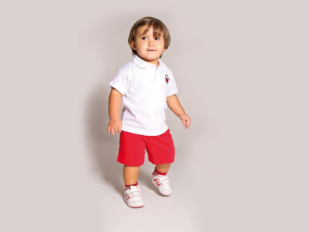 Xehetasuna Txanogorritxu haur-eskolako haur uniformea